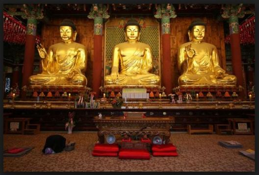johnnyontheroad whats up with the bowing three buddhas korea