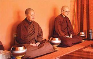 Zen Nuns Meditating